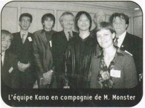 Thibaud Desbief (troisième en partant de la gauche), lors de la rencontre de l'équipe Kana avec Naoki Urasawa en 2001. (© Kana)
